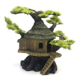 קישוט לאקווריום. רעיונות לעיצוב אקווריום בית על עץ עם ענפי צמחיה ירוקים.